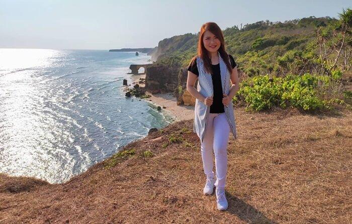 pemandangan pantai mbawana juga dapat diamatidariperbukitan di dekat pantai