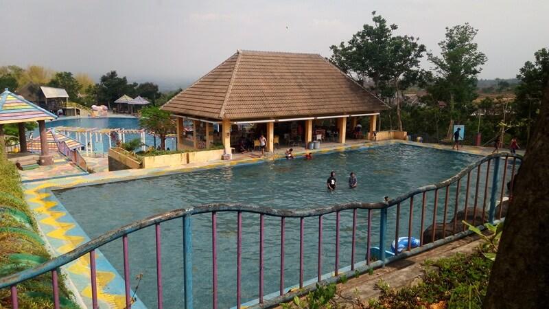 Kolam Plaza