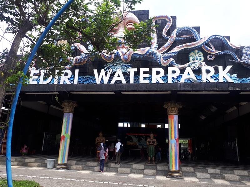 Pintu Masuk Kediri Waterpark