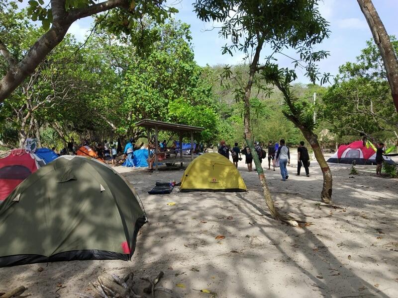 Camping Di Atas Pasir Putih
