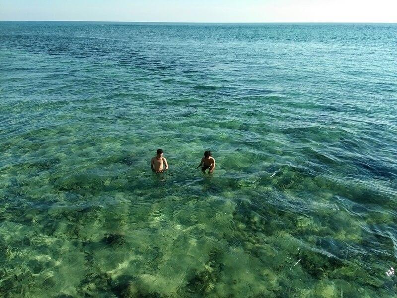 Jernihnya Air Pantai Ujung Tiro