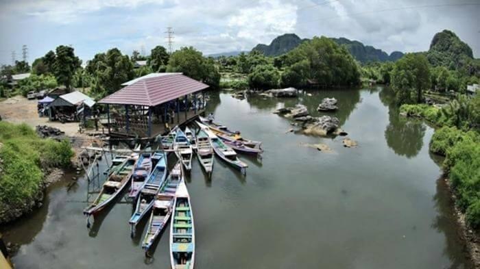 Perahu Katinting Yang Akan Membawamu Menyusuri Sungai Pute