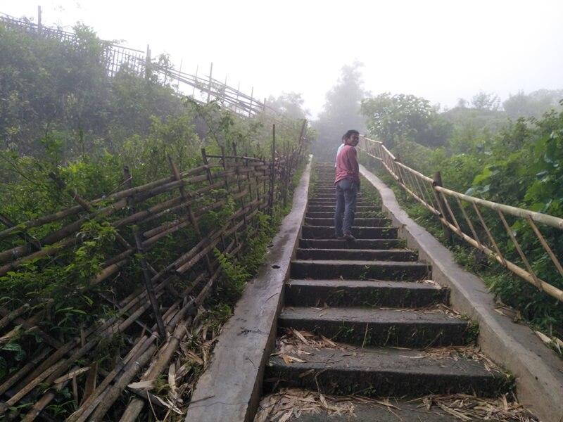 Trekking Menuju Bukit Selong