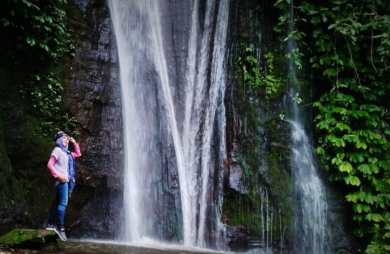 Berfoto Bersama Indahnya Coban Tarzan