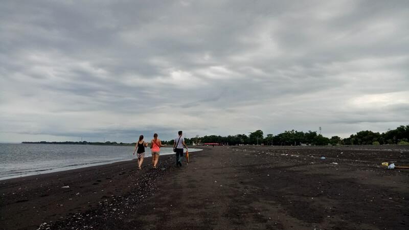 Jalan Jalan Di Pantai Boom Marina