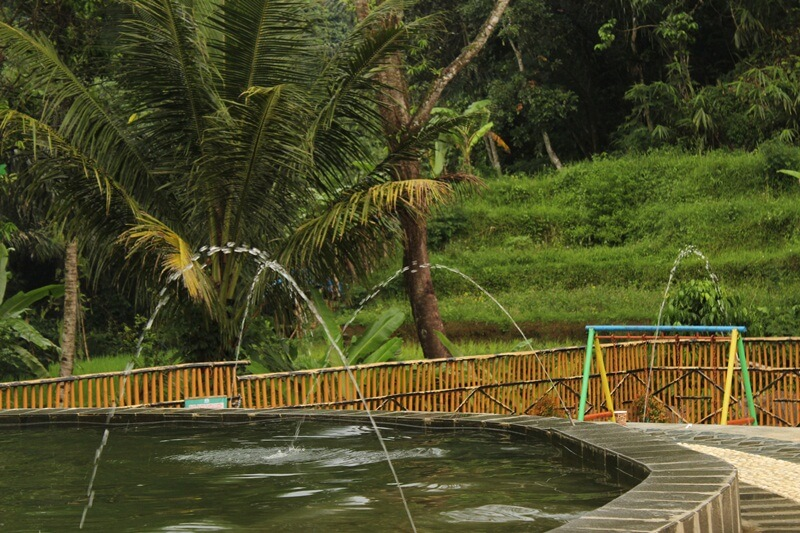 Kolam Renang Muara Bambu