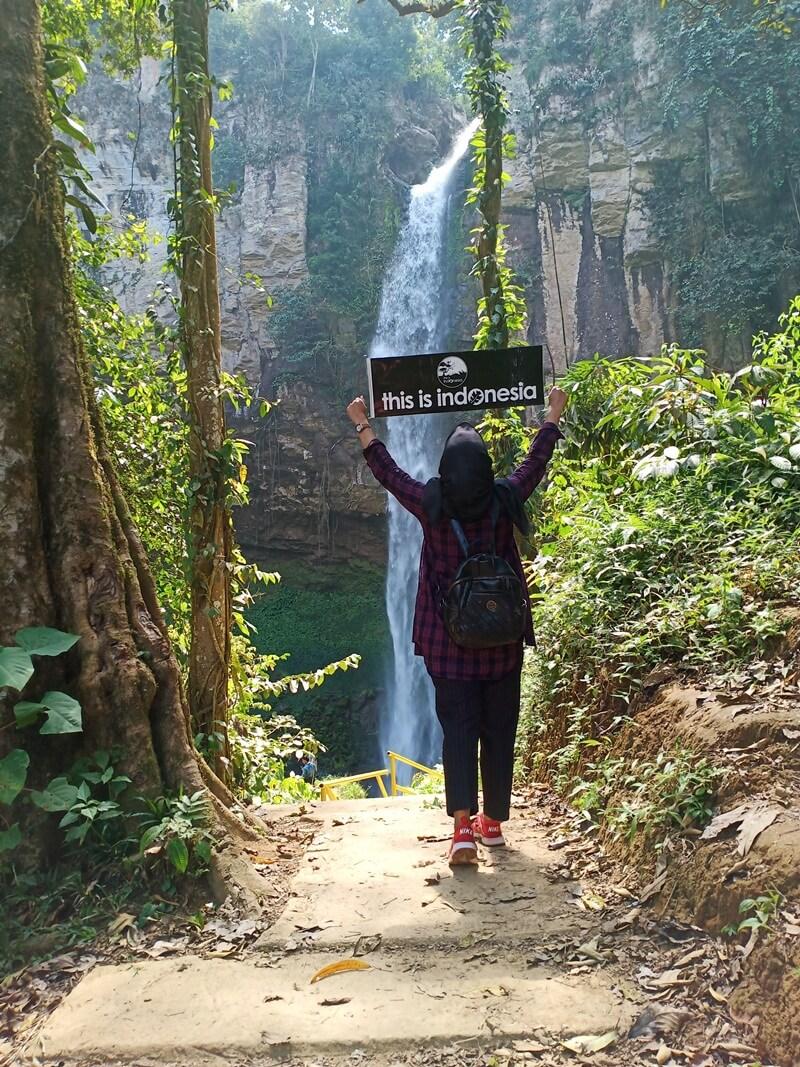 Trekking Terakhir Menuju Air Terjun Putri Malu