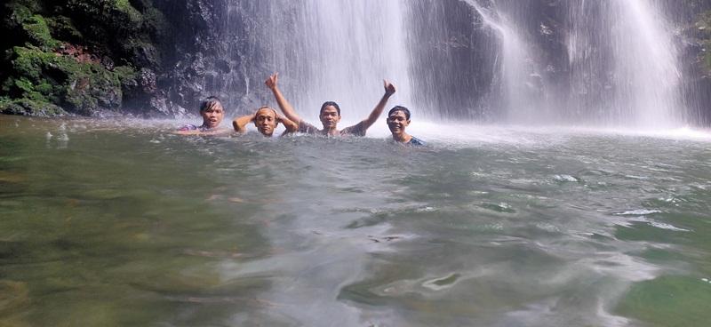 Berenang Di Curug Ciampea