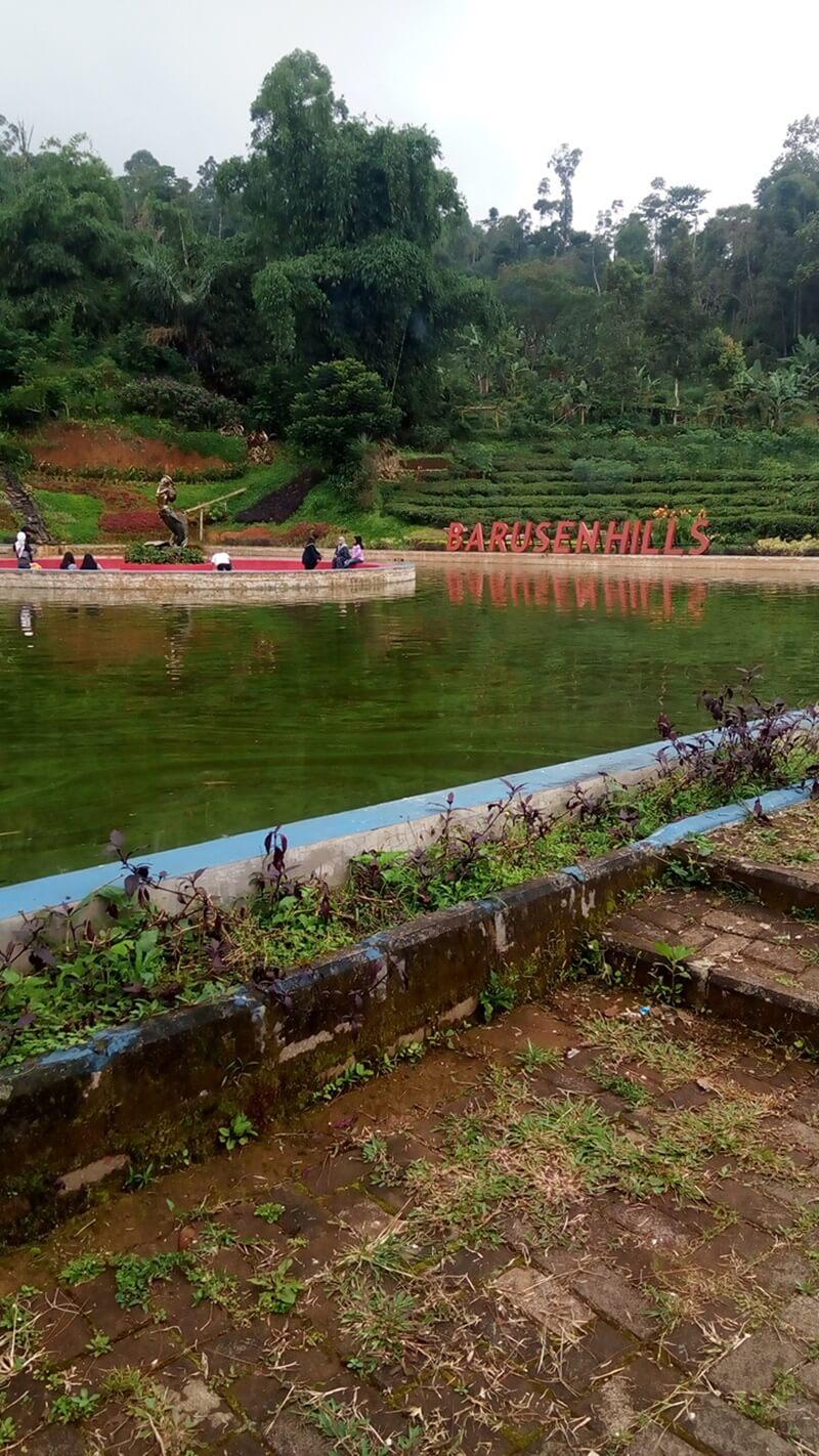 danau di barusen hills ciwidey