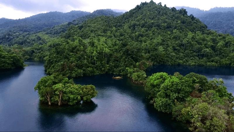 landscape danau matano