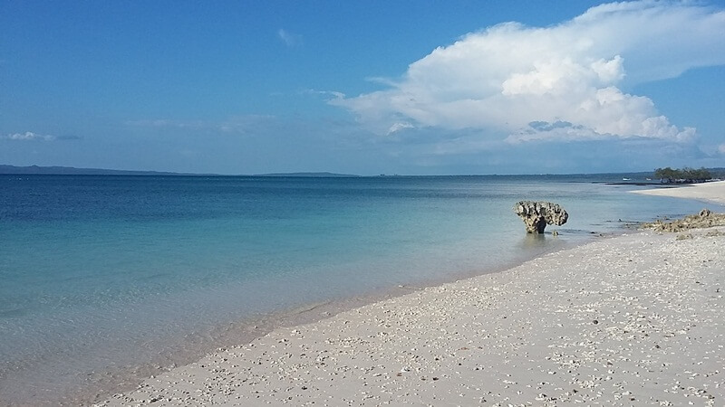 birunya pantai tablolong kupang