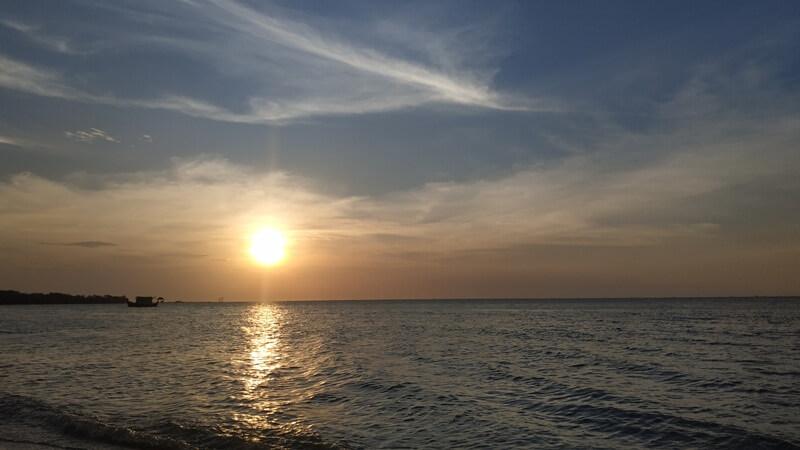 sunset di pantai teluk awur