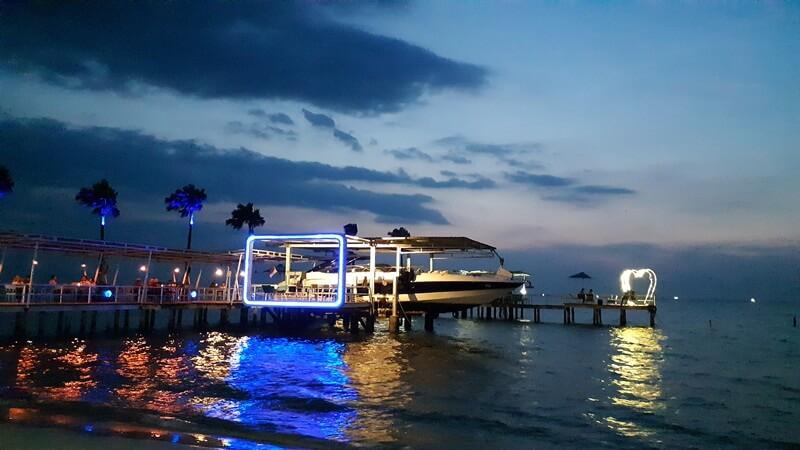 dinner romantis di pantai teluk awur