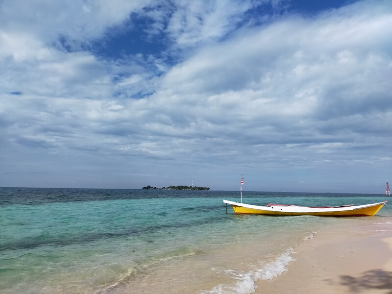 pesona laut pulau langkadea